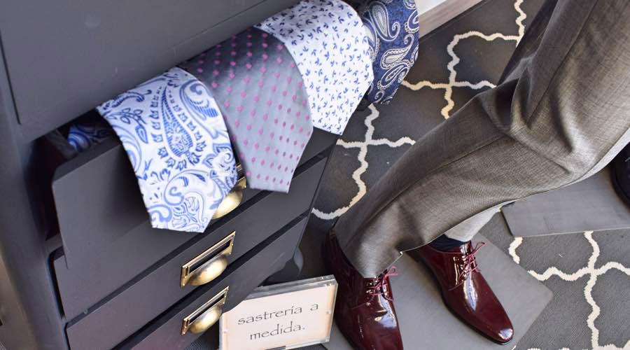 Corbatas estampadas para novio o padrino.