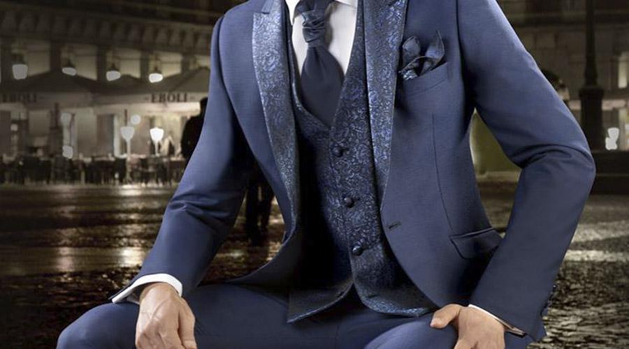 Chaqueta con brocado y chaleco a juego, en color azul, de Enzo Romano.