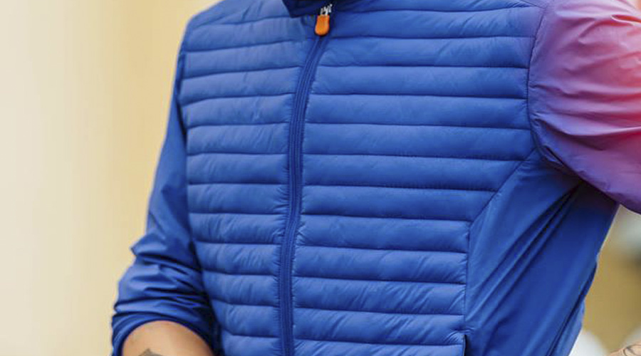 Impermeable para caballero en azul, Save the Duck.