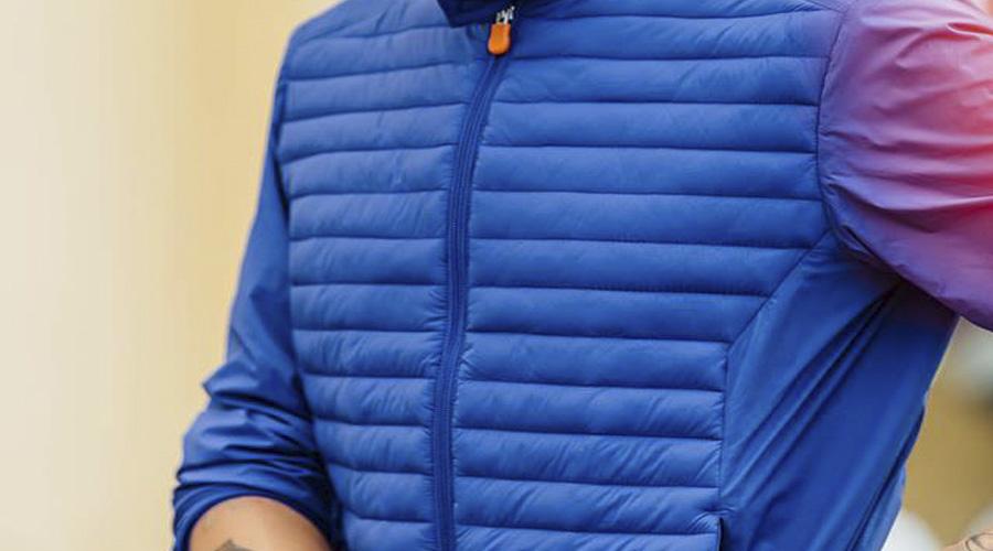 Impermeable para caballero en azul, Save the Duck.