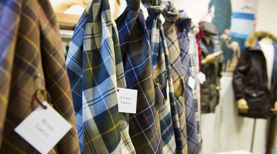 Los tartanes es una de las telas que se utiliza para dar calidez a sus prendas.