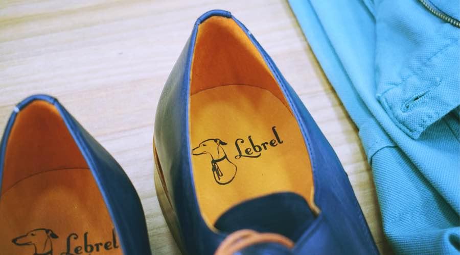 Detalle del sello propio Lebrel, en los zapatos para hombre.