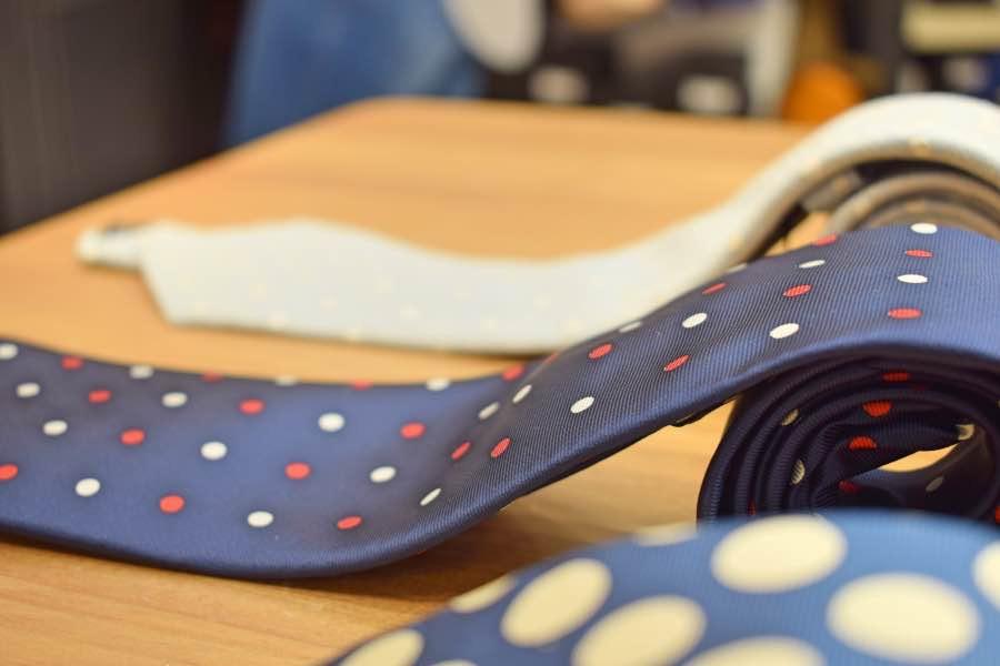 Corbatas con topos, para 2018.