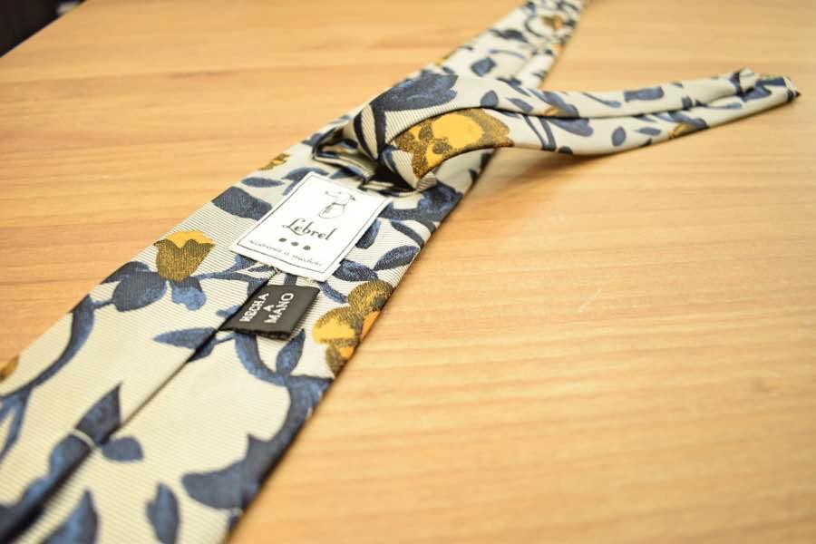 Trasera de nuestras corbatas, siempre hechas a mano.