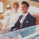 David acompañando en el coche a Lorena.
